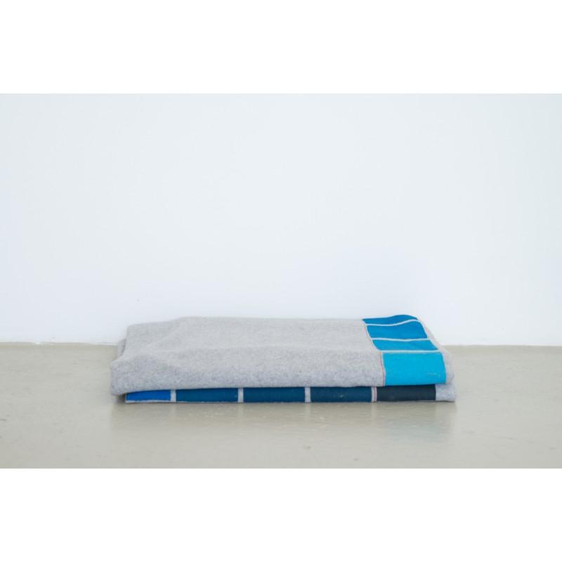 Hanne Gutbrot Decke Fleece grau/blau h12//v14