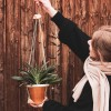 Laura Stolz / Pflanzenhänger / Blumenampel / pflanzlich gegerbtes Leder / beige