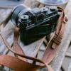 """hecho. Kameragurt """"Dark Wood"""" (Handgefertigt aus 100% echtem Leder)"""