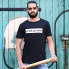 """KINDERGELD ORGANIC Mens Classic T-Shirt """"BIRTE"""" (ICH SPIEL MIT PUPPEN) schwarz"""