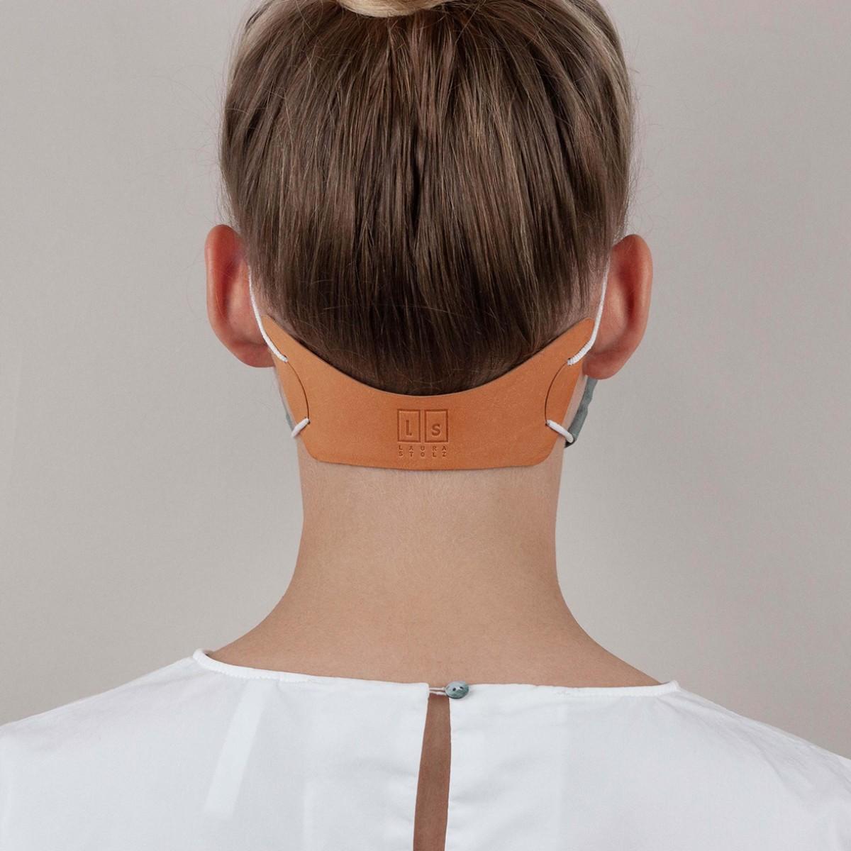 Laura Stolz / Extender / Maskenverlängerung / pflanzlich gegerbtes Leder / beige