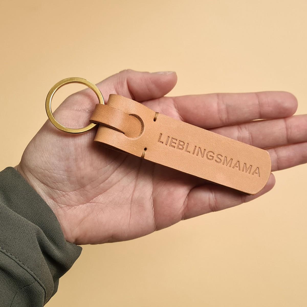 Laura Stolz / Schlüsselanhänger aus Naturleder / Prägung «LIEBLINGSMAMA» / beige
