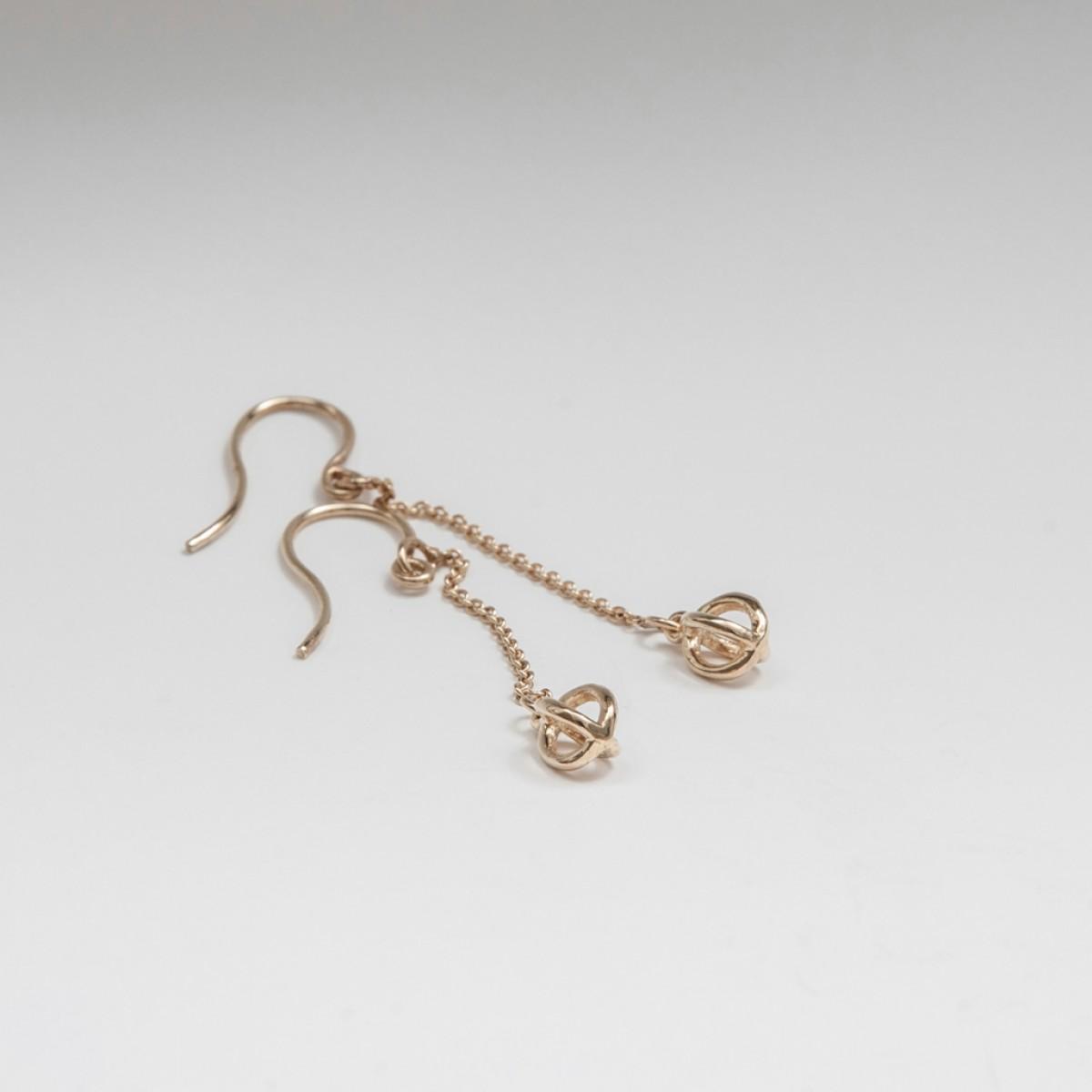 Jonathan Radetz Jewellery, Ohrringe KISSKISS, Gold 375