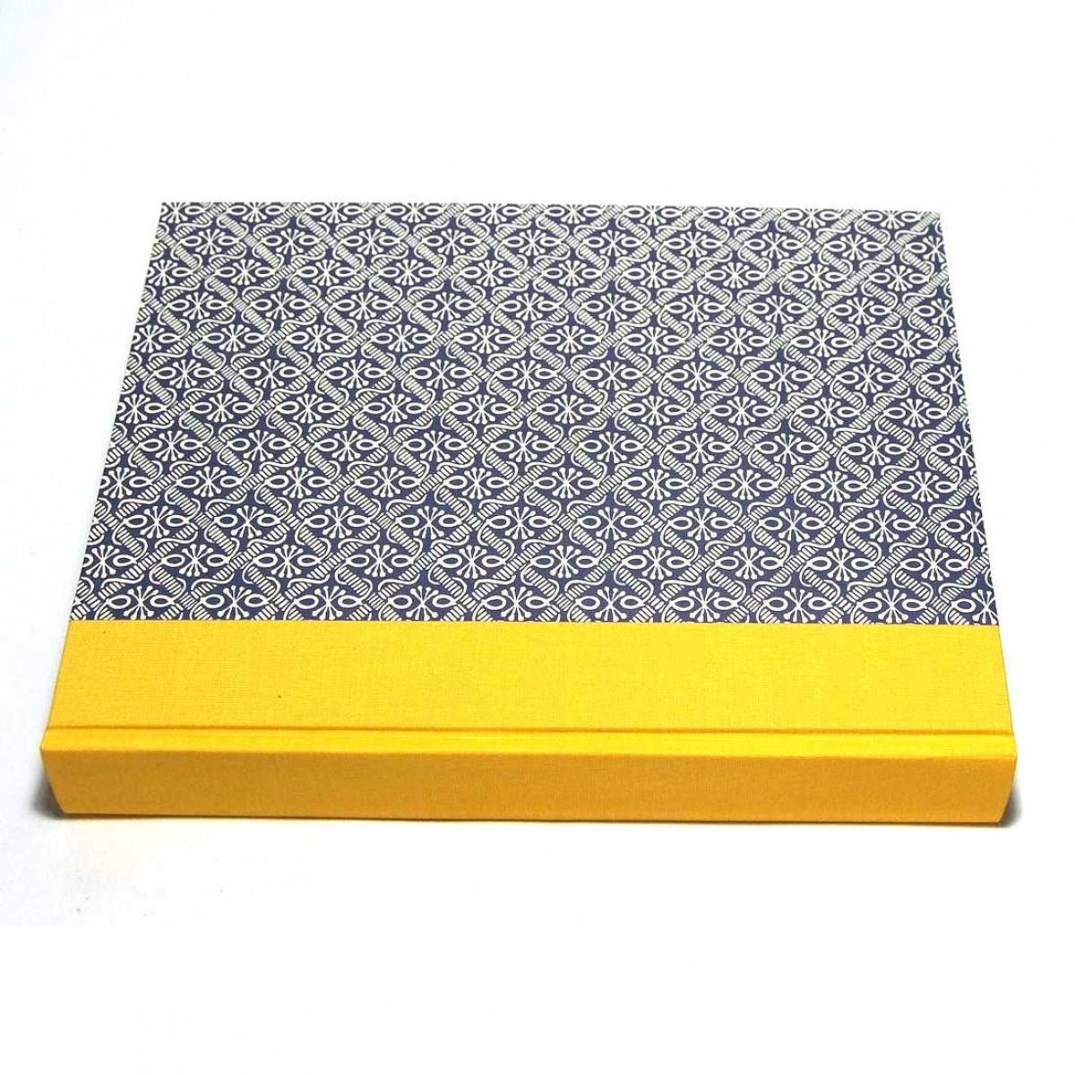 Fotoalbum im Hochformat Wachsbatik blau gelb 23x30cm mit weißen oder schwarzen Seiten