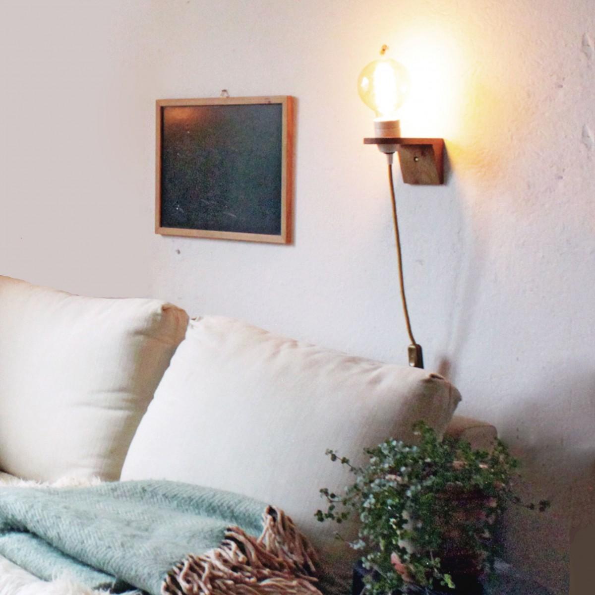 WANDLAMPE VLO / Weiß Porzellan Fassung & Wandhalterung aus Eiche