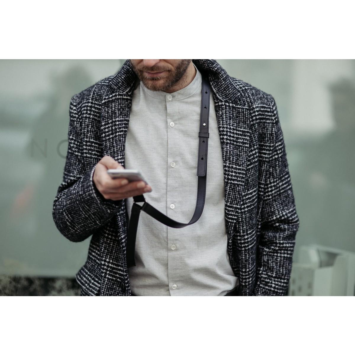 IPhone Case Zum Umhängen Mit maskulinem Lederriemen, schwarz