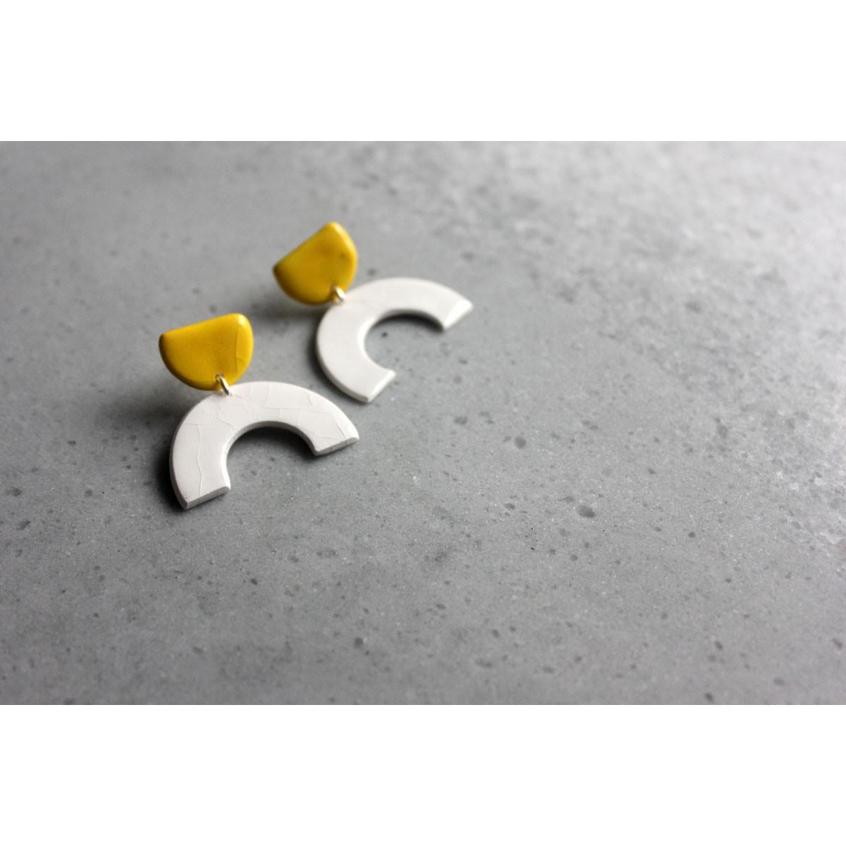 Skelini - Geometrische Porzellanohrringe weiß und gelb