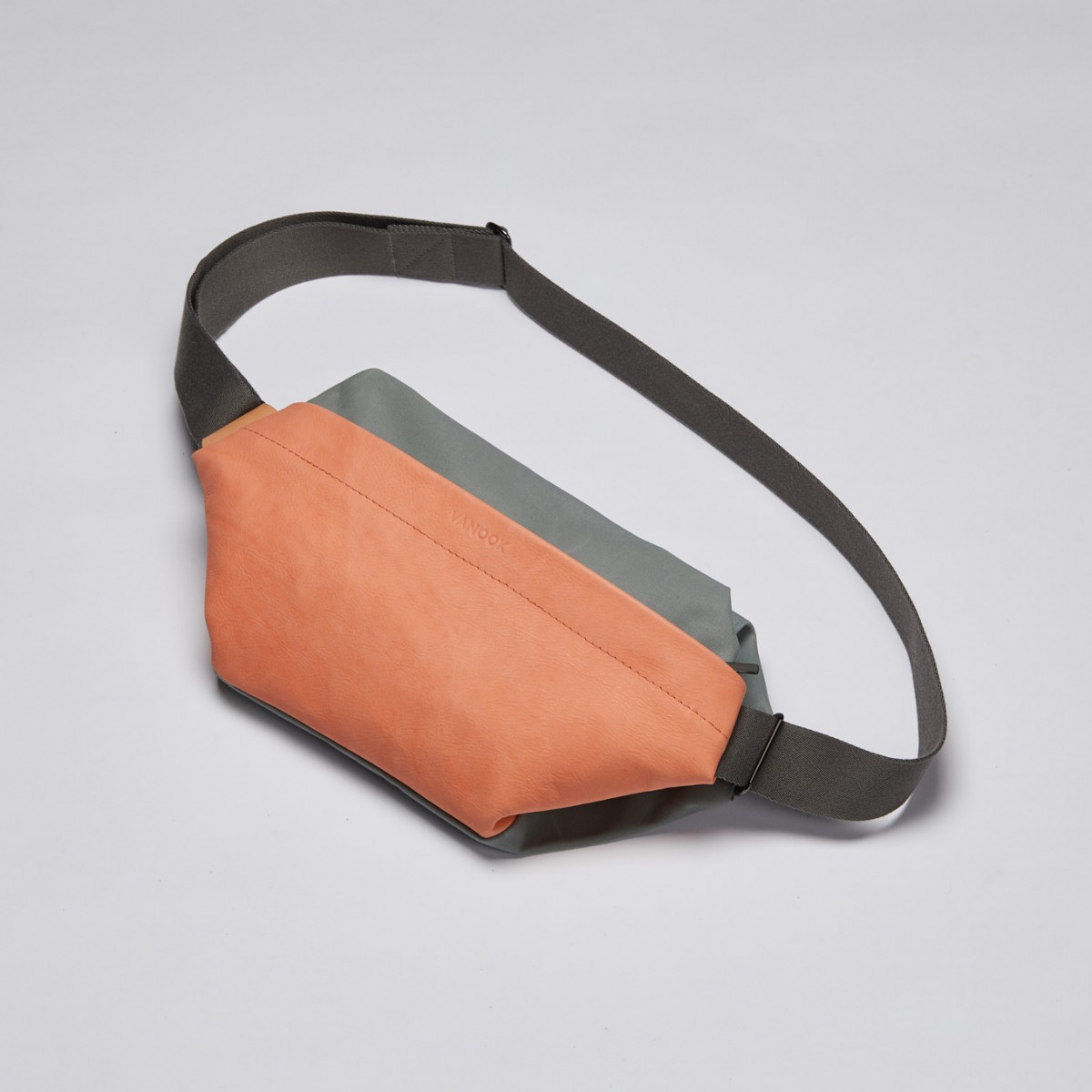 VANOOK - Sling Bag Large Peach
