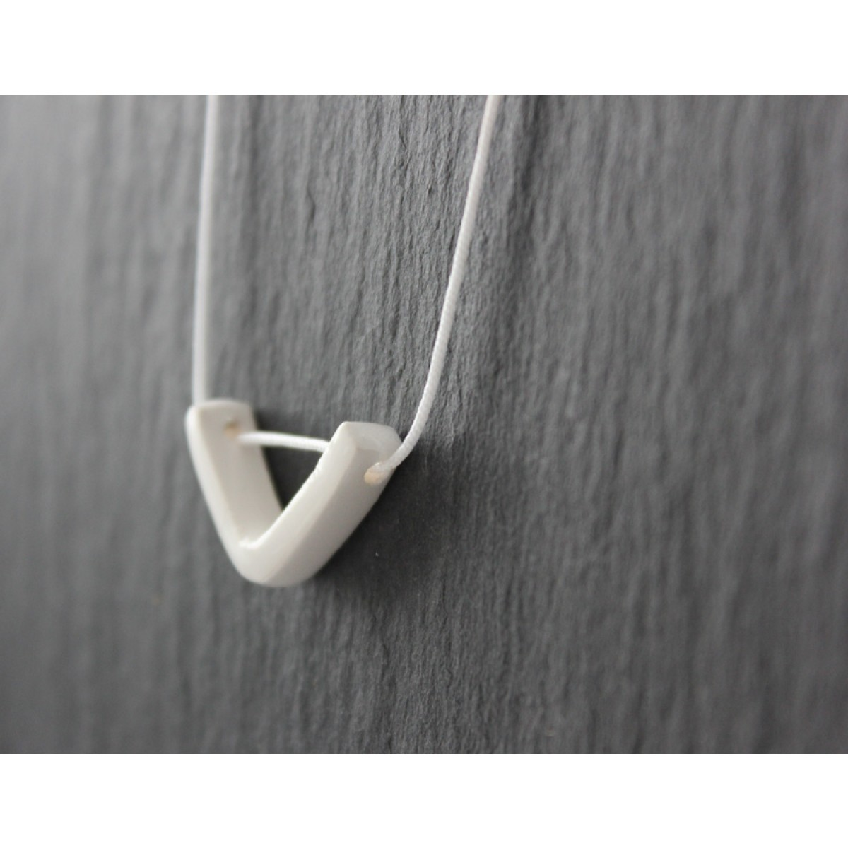 Skelini - Weiße Porzellankette Dreieck