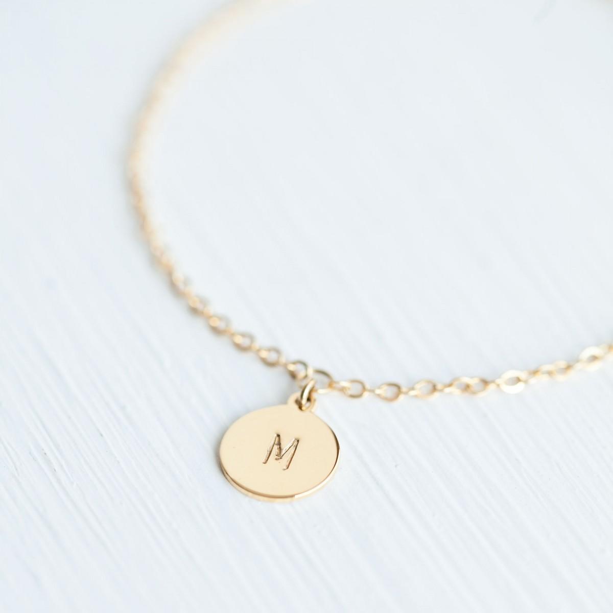 Oh Bracelet Berlin – Handgeprägte Armkette »Letter« vergoldet mit Buchstabe inkl. Box