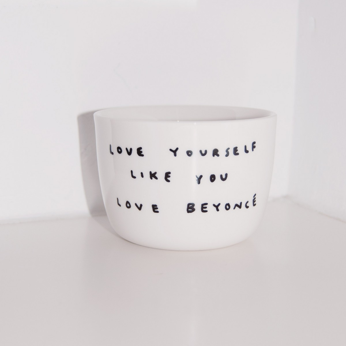 LOVE YOURSELF LIKE YOU LOVE BEYONCÉ Becher SMALL – Johanna Schwarzer