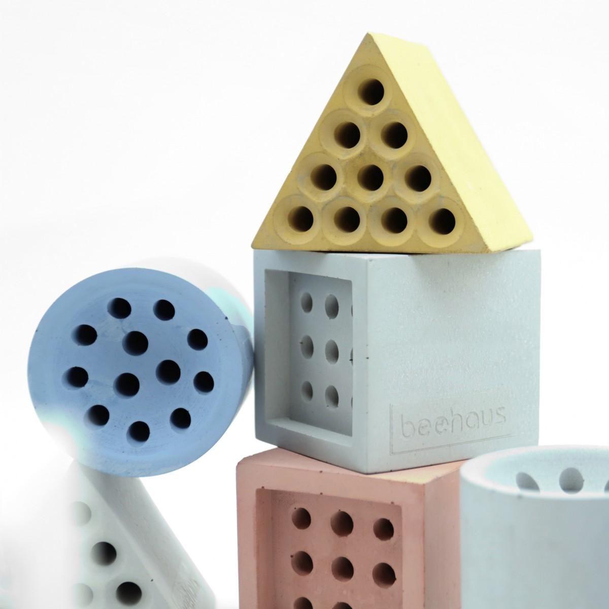 beehaus - Bienen-Hotel und Nisthilfe aus Beton im Bauhaus-Design von Grellroth, Dreieck