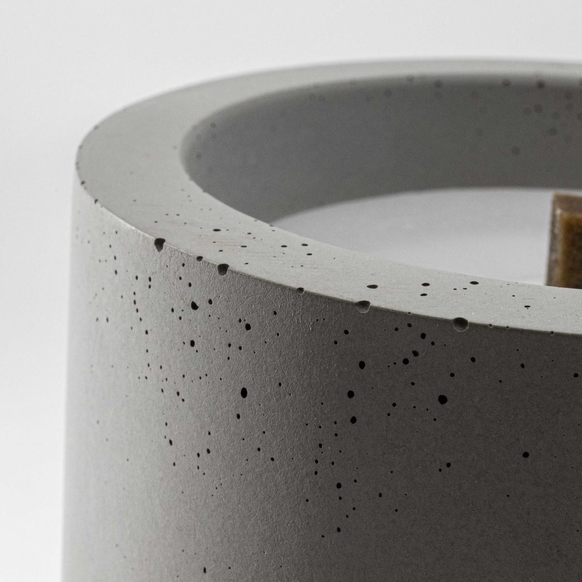 Beton-Outdoor-Feuer mit wetterfestem Betondeckel. Oder: Der nachhaltige Wachs-Fresser von Grellroth Design
