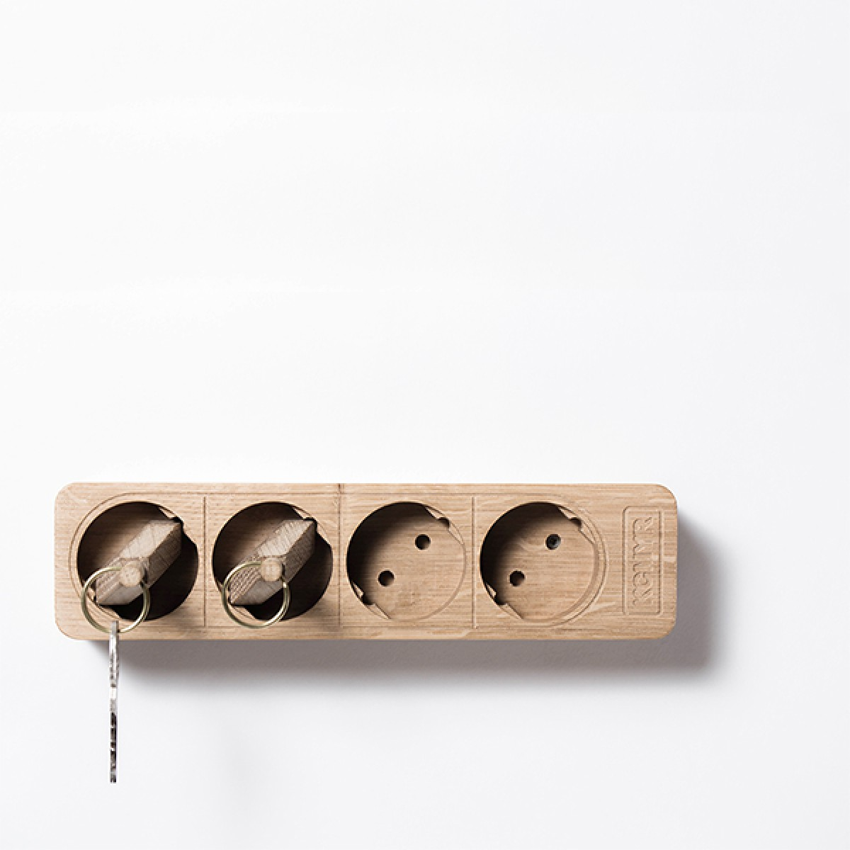 Kitschcanmakeyourich boris stecker schl sselbrett backup for Industriedesign essen