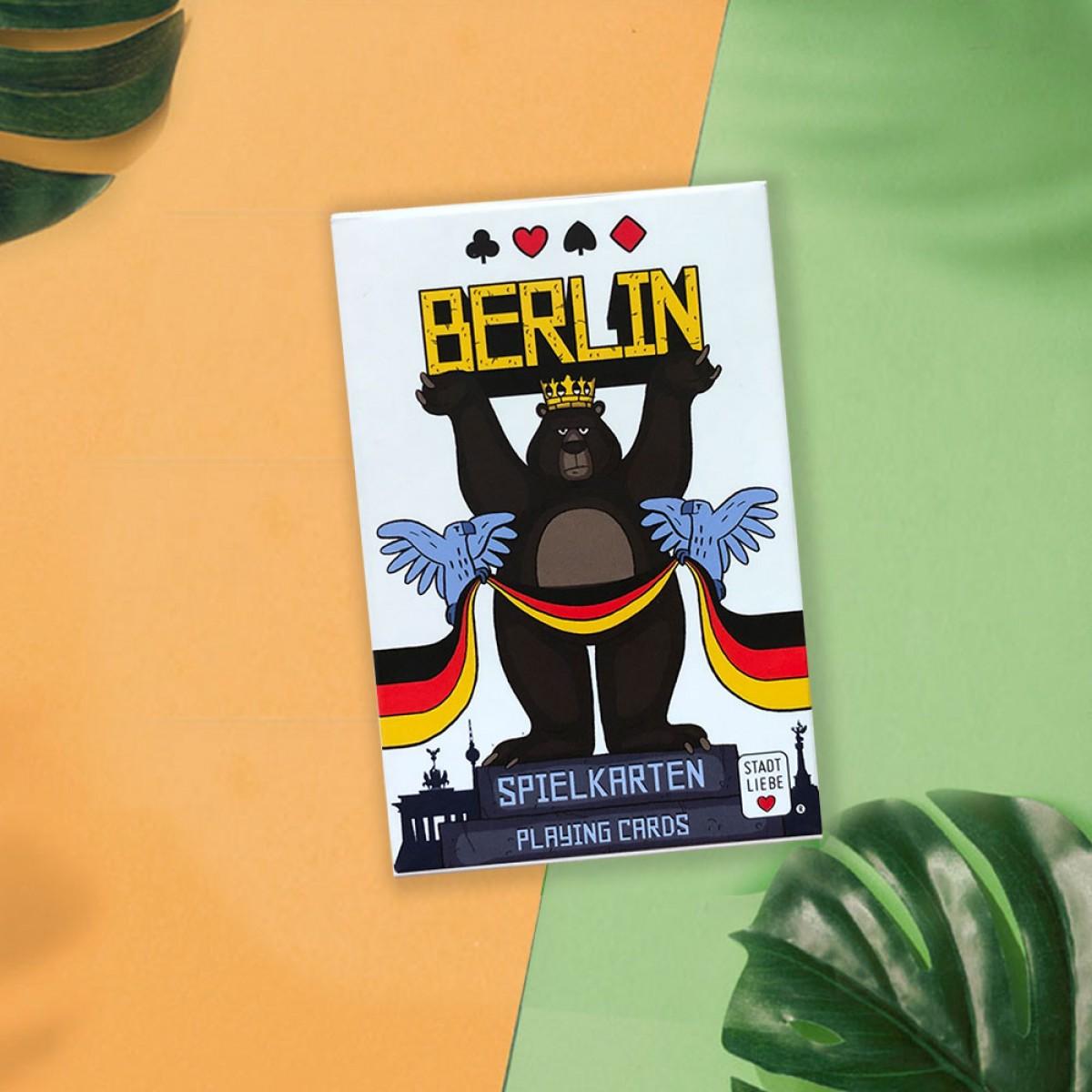 "Stadtliebe® | Berlin Geschenk Set ""Freundschaft"" 8 Bierdeckel Postkarten mit Berlin Motiven und Spielkarten Set"