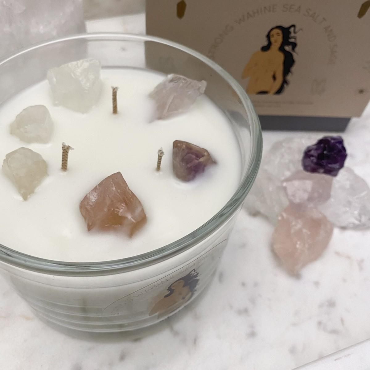 adorist - 3 Docht Duftkerze aus Sojawachs mit Kristallen Strong-Wahine-Sea-Salt-Sage zum Durchatmen & Runterkommen