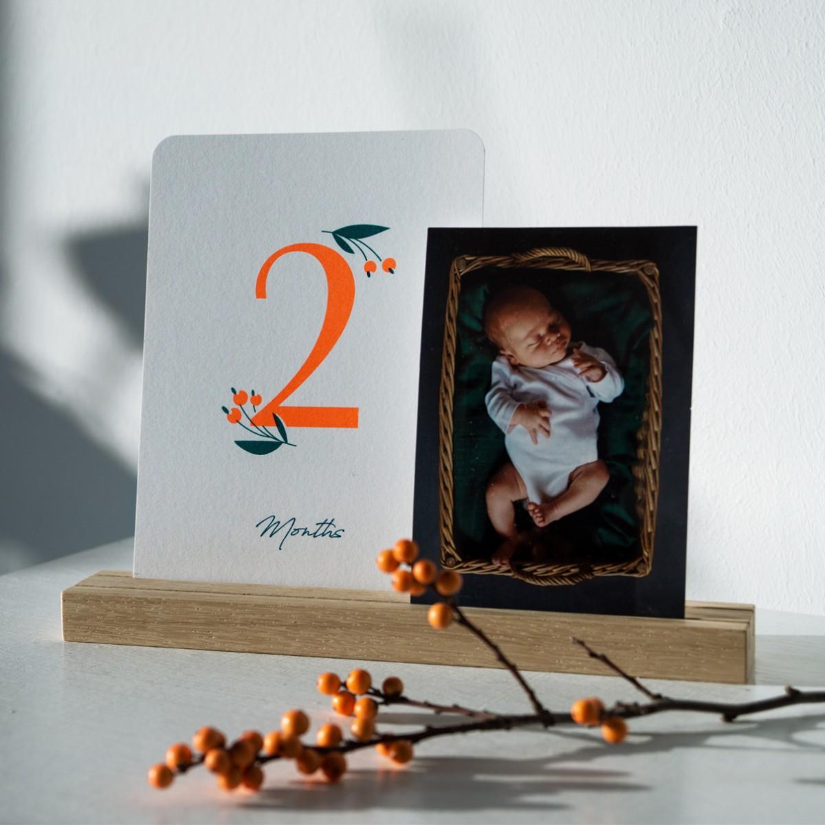 """Geschenkset """"Wild Flower"""" zur Geburt: Meilensteinkarten + passende Bilderleiste aus Eiche + Glückwunschkarte, Risographie Art Print"""