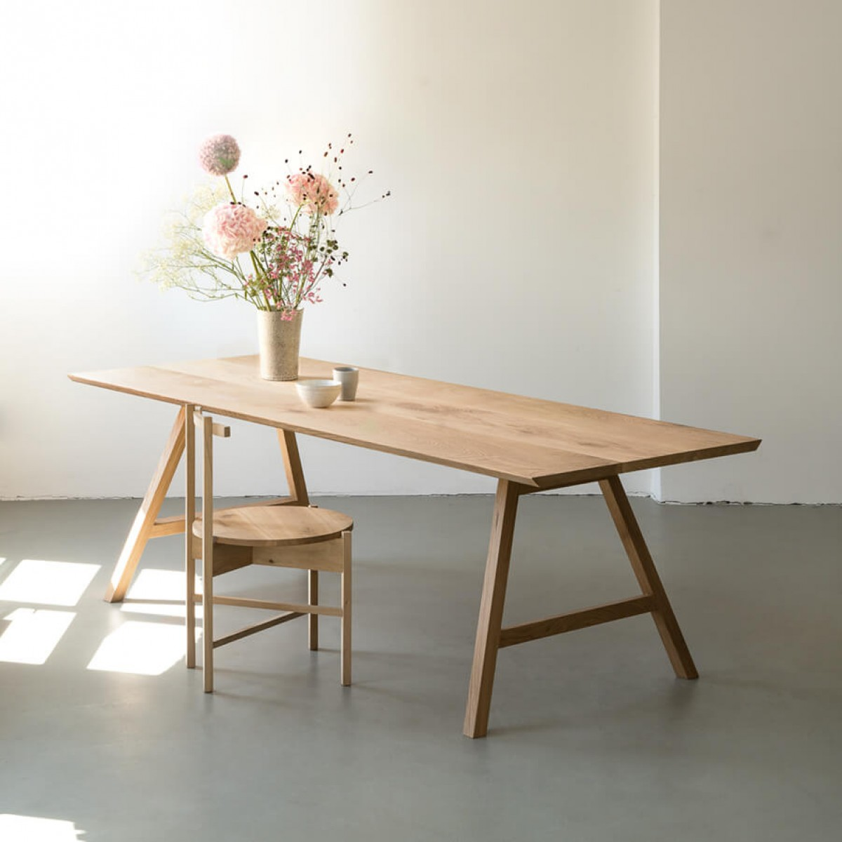 NUTSANDWOODS All Oak Table