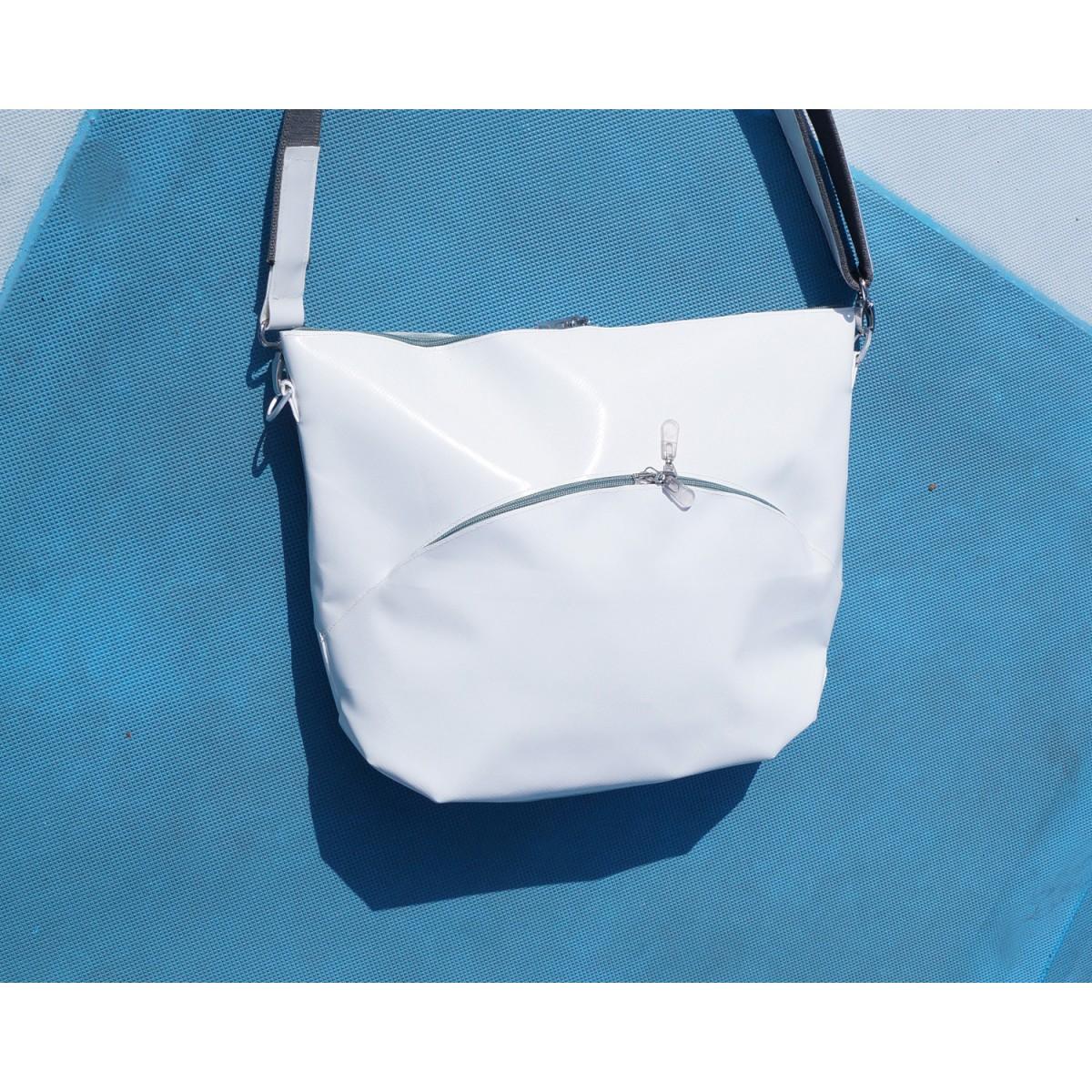 weiße mittlere Tasche