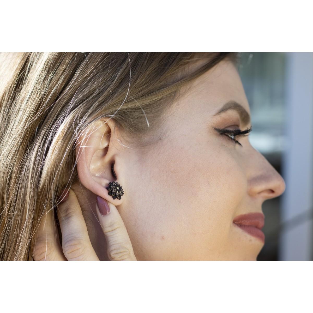 BeWooden Ohrringe - Ohrstecke mit Holzdetail - Motiv Blume - African Flower Earrings