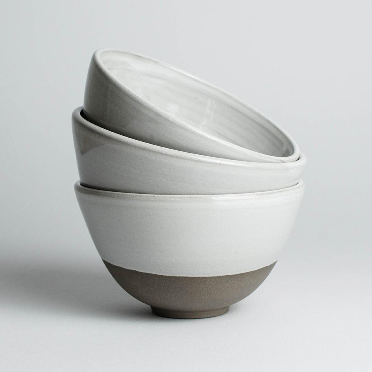 NOTON Keramik // Schüssel aus grauem Ton mit weißer Glasur
