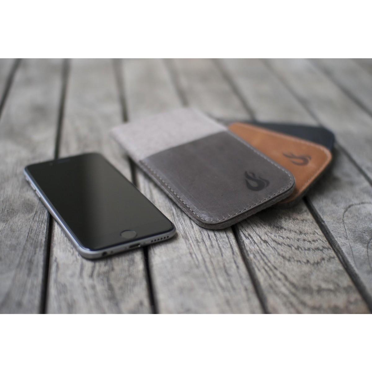 Hülle für iPhone X mit Visitenkartenfach - indigo/cognac (Filz und Leder) - Burning Love