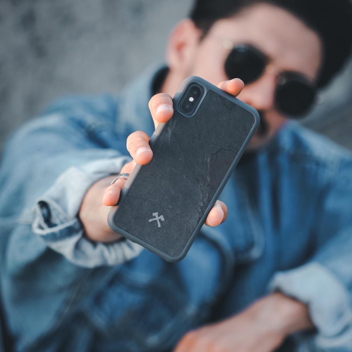 Woodcessories - EcoBump Stone - Premium Design Hülle, Case, Cover, Backcover für das iPhone Xr aus hochwertigem Stein (Volcano Schwarz, Camo Grau, Canyon Rot)