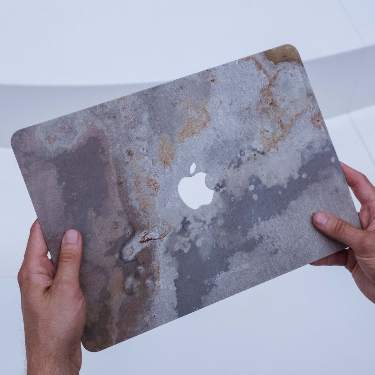 """Woodcessories - EcoSkin Stone - Design Apple Macbook Cover, Skin, Schutz für das Macbook aus hochwertigem Stein (Macbook 15"""" Pro Retina (from 2016), Volcano Schwarz, Camo Grau, Antik Weiß, Canyon Rot)"""