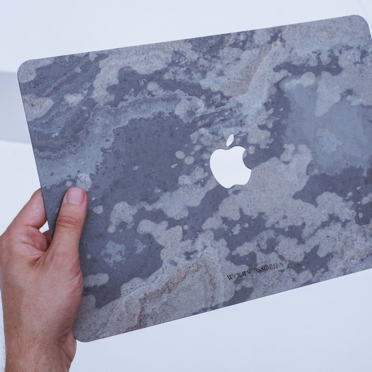 "Woodcessories - EcoSkin Stone - Design Apple Macbook Cover, Skin, Schutz für das Macbook aus hochwertigem Stein (Macbook Air (2018) / 13"" Pro / Pro Touchbar (from 2016), Volcano Schwarz, Camo Grau, Antik Weiß, Canyon Rot)"