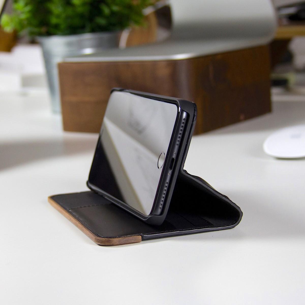 Woodcessories - EcoWallet - Premium Design Hülle, Case, Cover für das iPhone aus FSC zert. Walnuss Holz & hochwertiger Lederoptik (iPhone Xr)