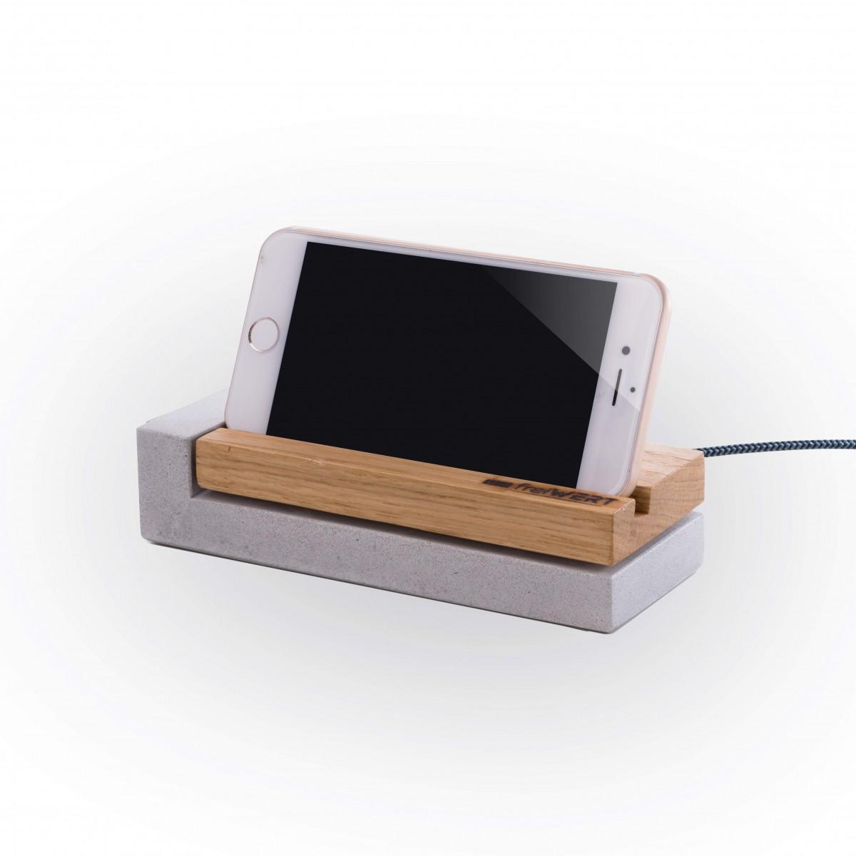 freiWERT Ladestation für iPhone aus Eichenholz und Beton