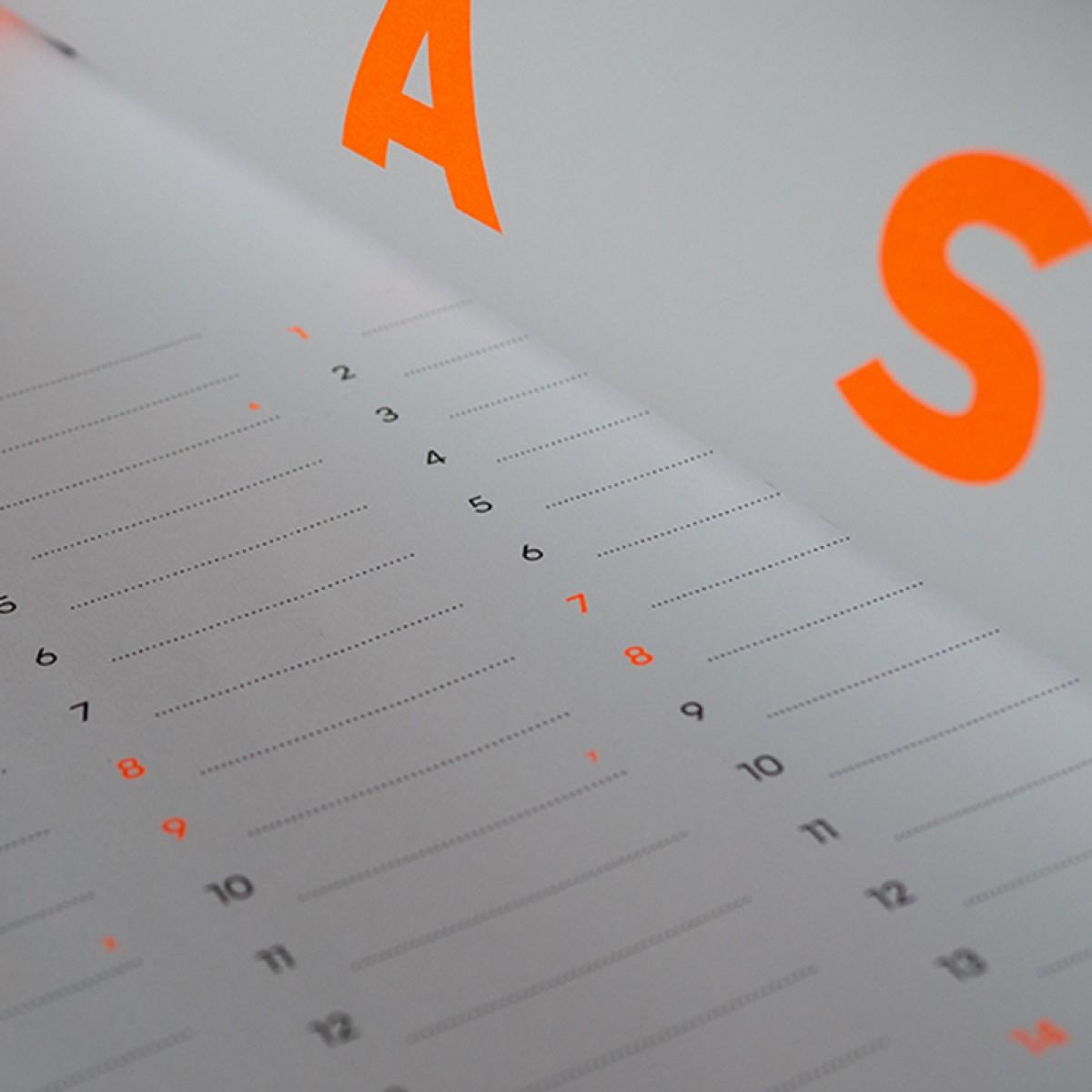FOX&POET Neon-Wandkalender 2022