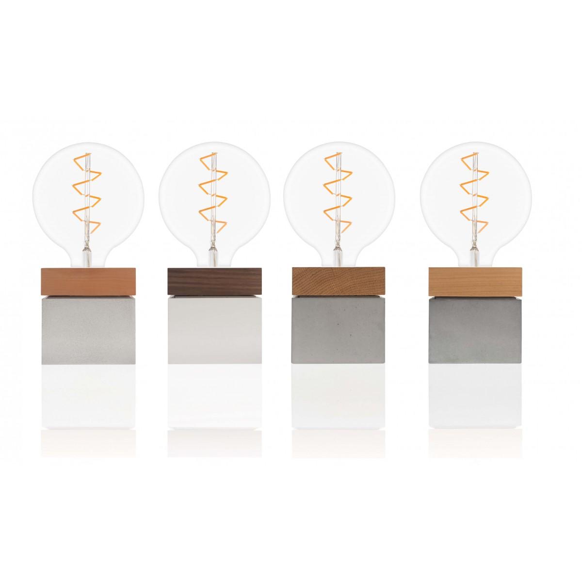 freiWERT Lampe aus Holz und Beton