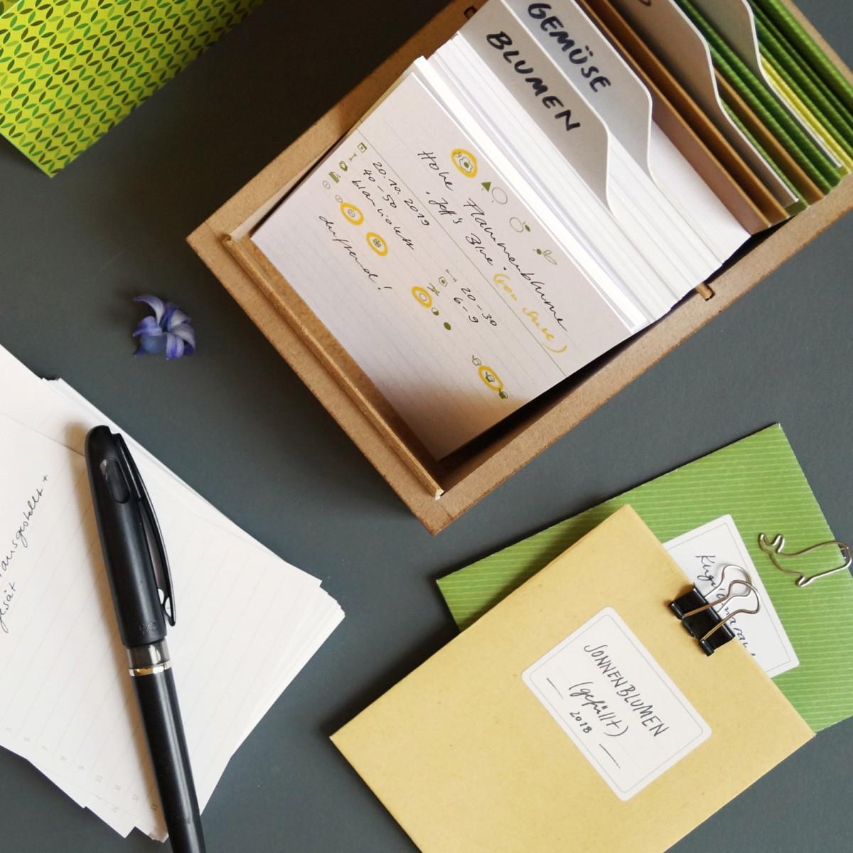 sperlingB _ Gartenbox, dunkelgrün, Gartentagebuch, Pflanzensammlung, Samentüten