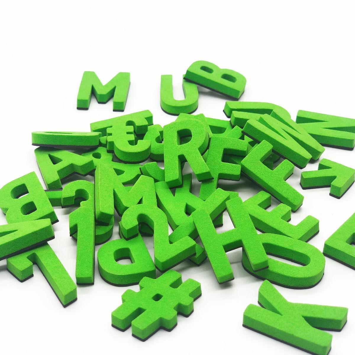 Set mit 200 Magnetbuchstaben, Zahlen & Sonderzeichen. GENIE GRÜN!