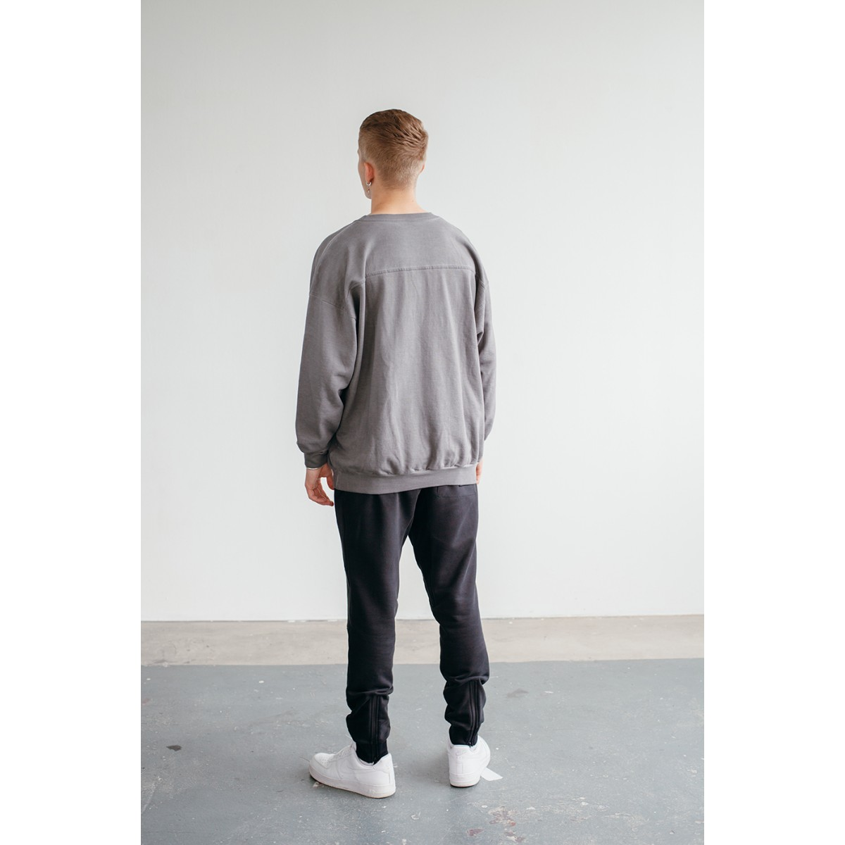 Goodbois Sailing Crewneck grey washed