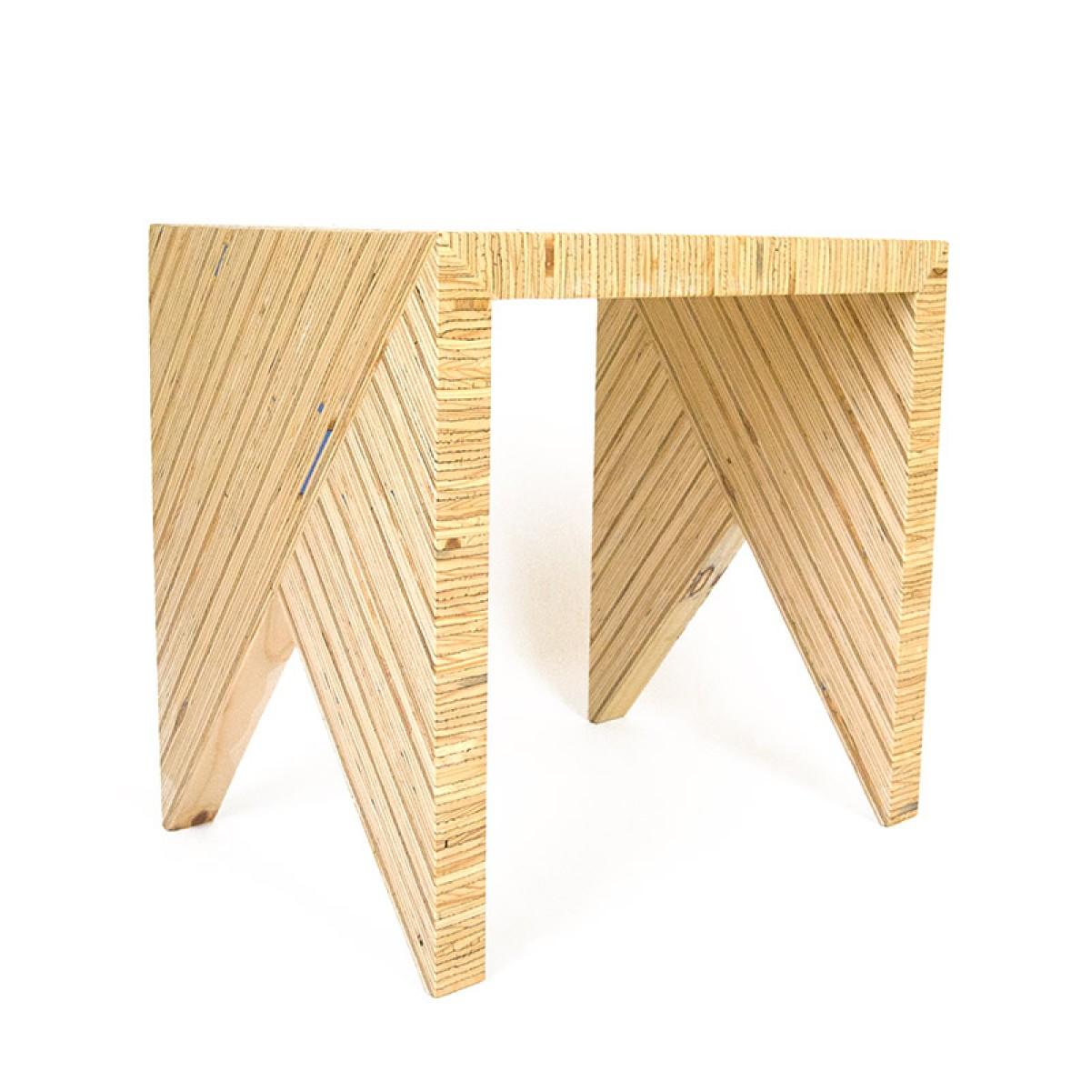 HoNO 1 - Hocker aus Funiersperrholzresten von maxluzi