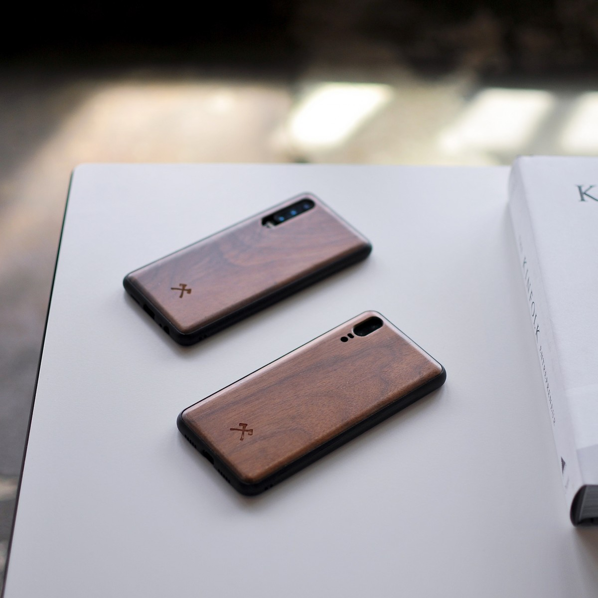 Woodcessories - EcoBump - Premium Design Hülle, Case, Cover, Schutzhülle für das Smartphone aus FSC zertifiziertem Walnuss Holz (Huawei P20 Lite)