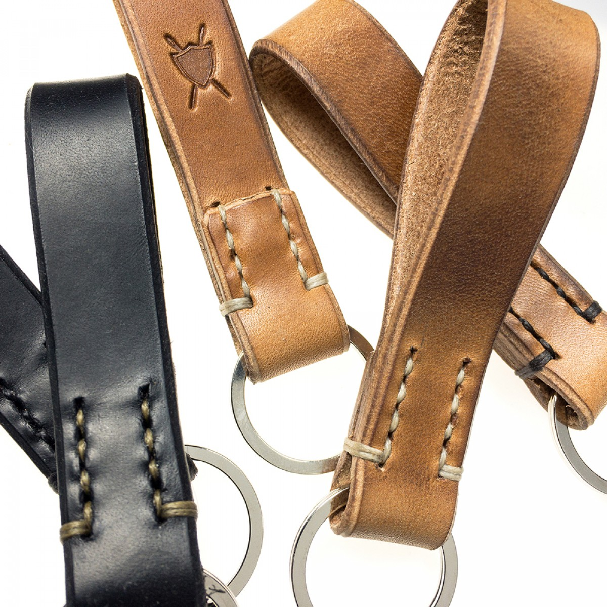 LIEBHARDT - Leder Schlüsselanhänger, handgenäht aus pflanzlich gegerbtem Echt-Leder - massive Sattlernaht - handstitched (schwarz mit dunkelbeiger Naht)