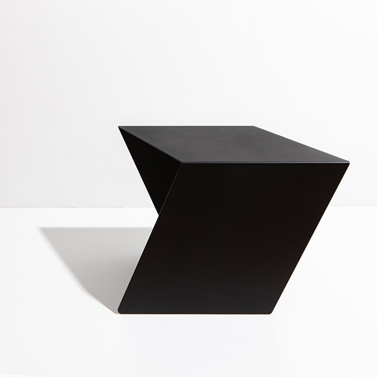 Tupi Table – StudioMakuko, Diogo Pinelli