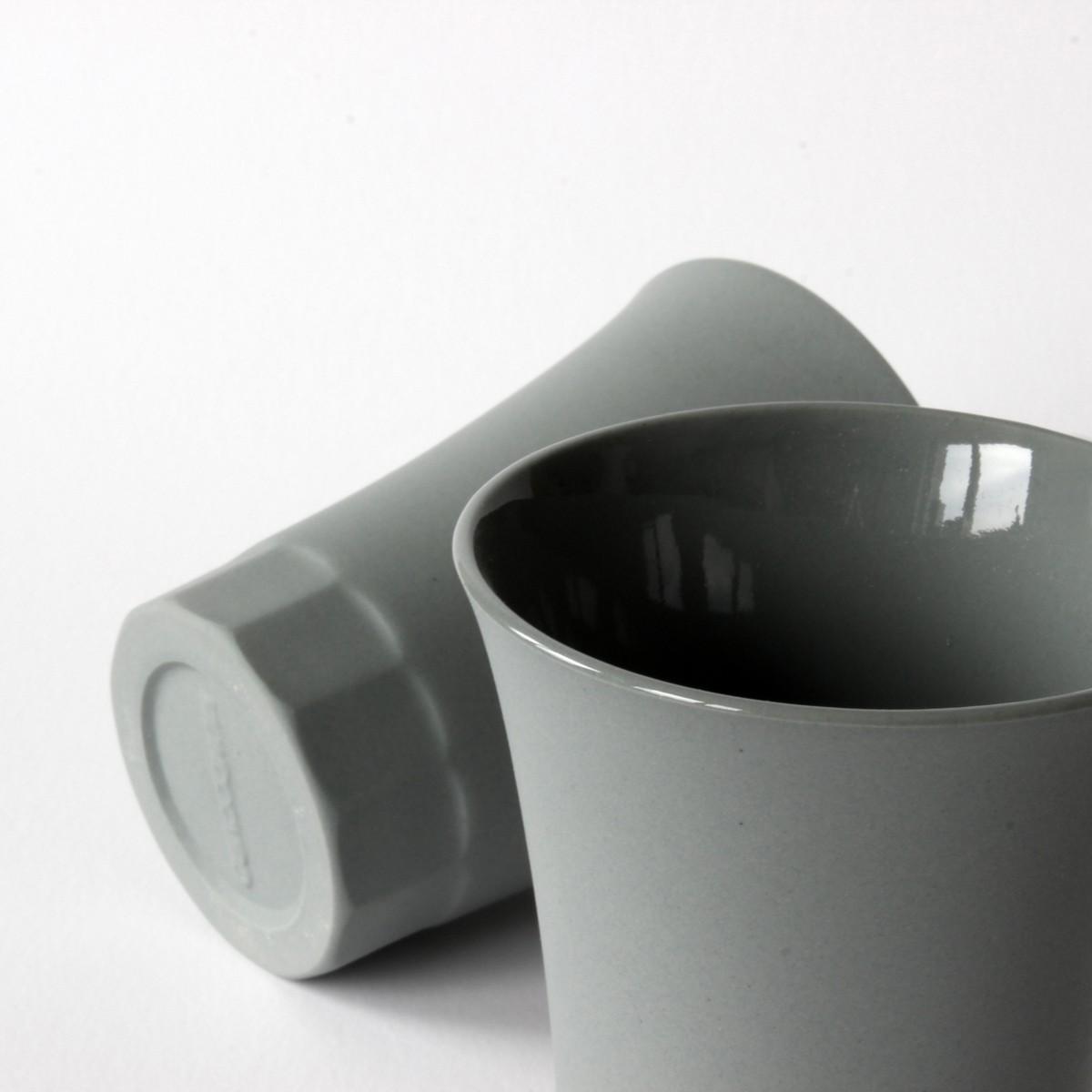 Grau Porzellan Becher für Wein und Wasser, Moderner Becher aus der POSITANO Kollektion by ORTOGONALE
