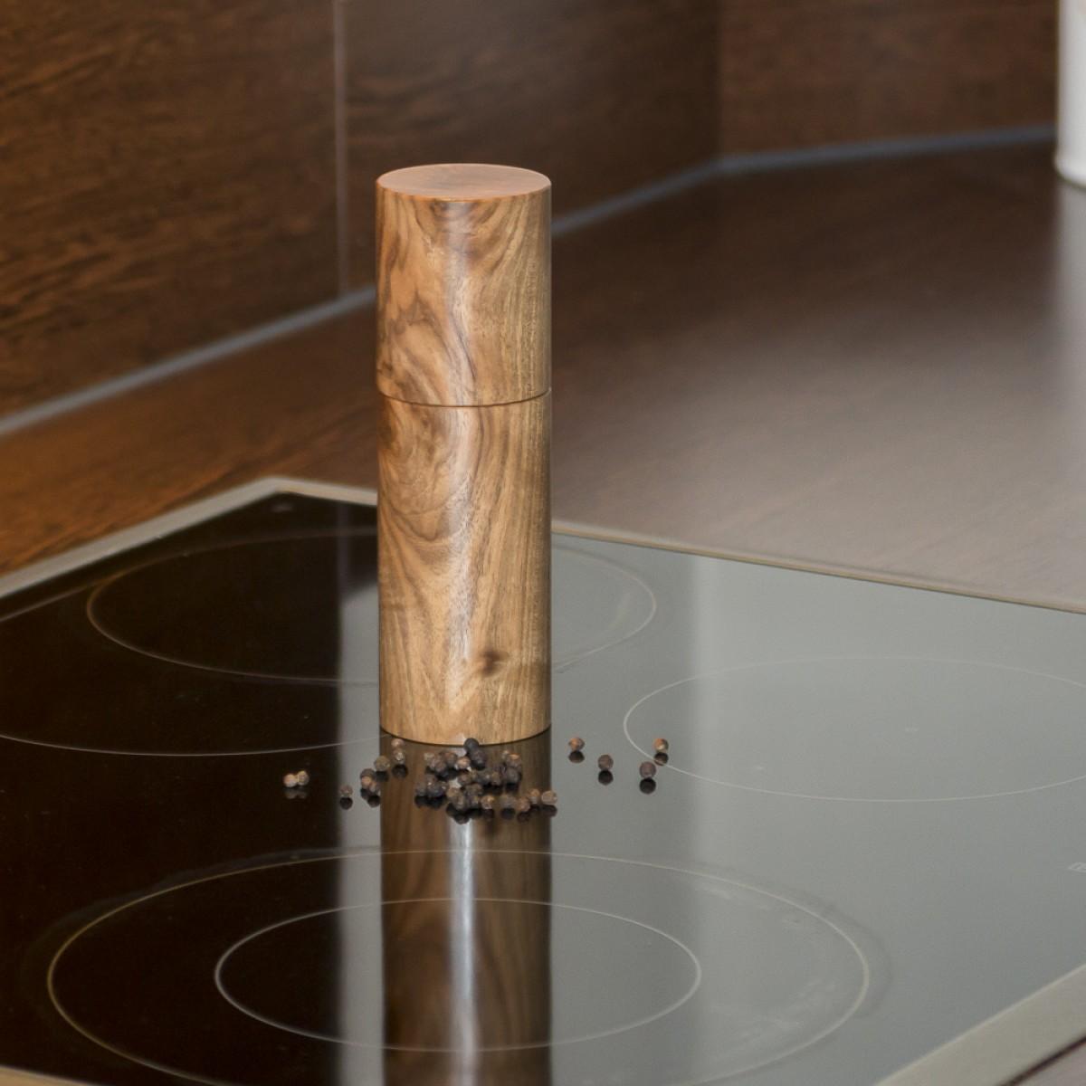 Gewürzmühle aus Nussbaum von Holzmanufaktur Matthias Reichel