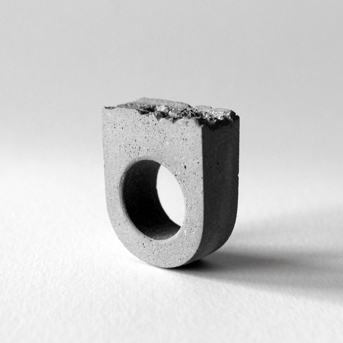 Beton Ring MGCT, Brutalismus, moderner Ring, moderner Schmuck, minimalistischer Schmuck, Schmuck für Architekten.