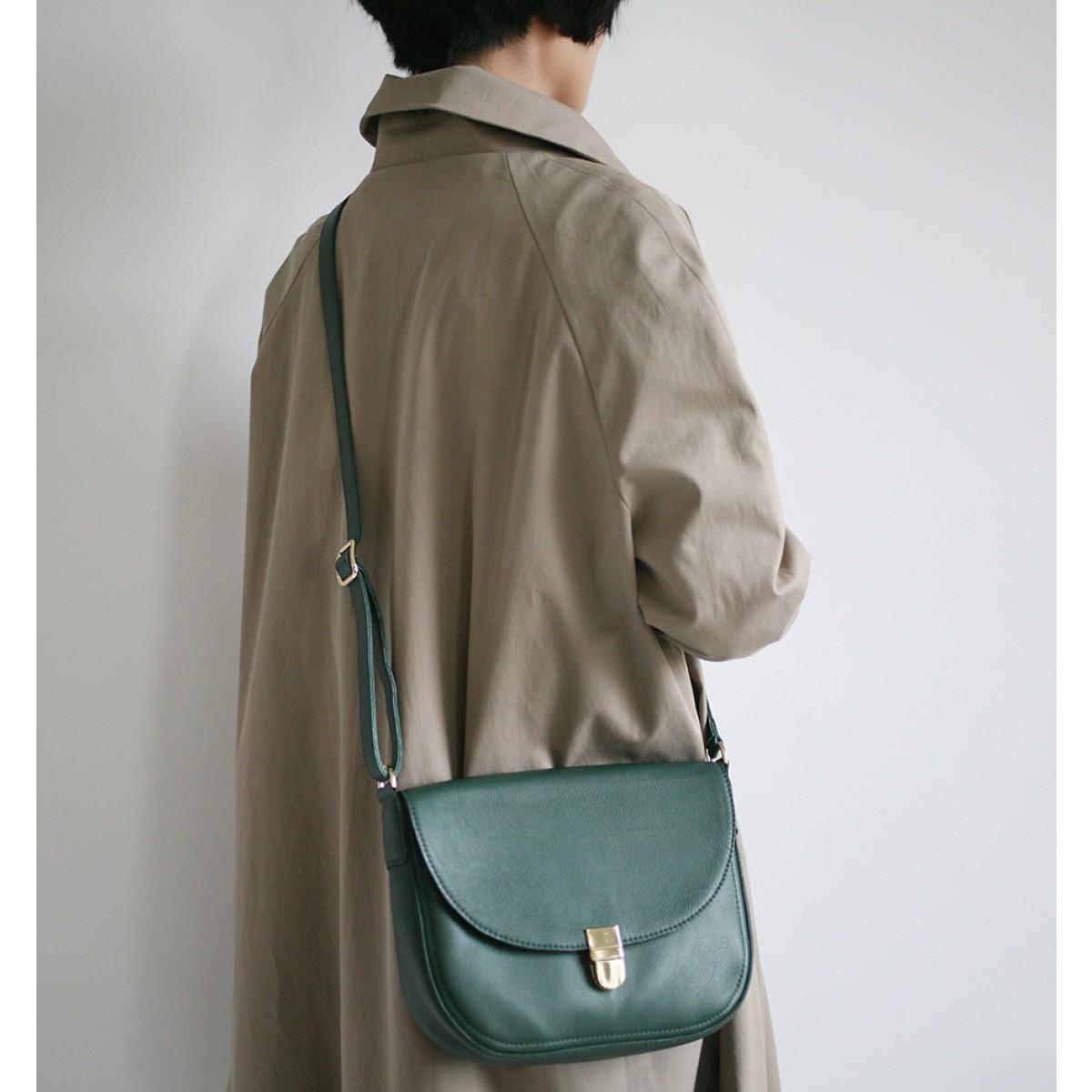 alexbender – Satteltasche mit Steckschnalle Tannengrün