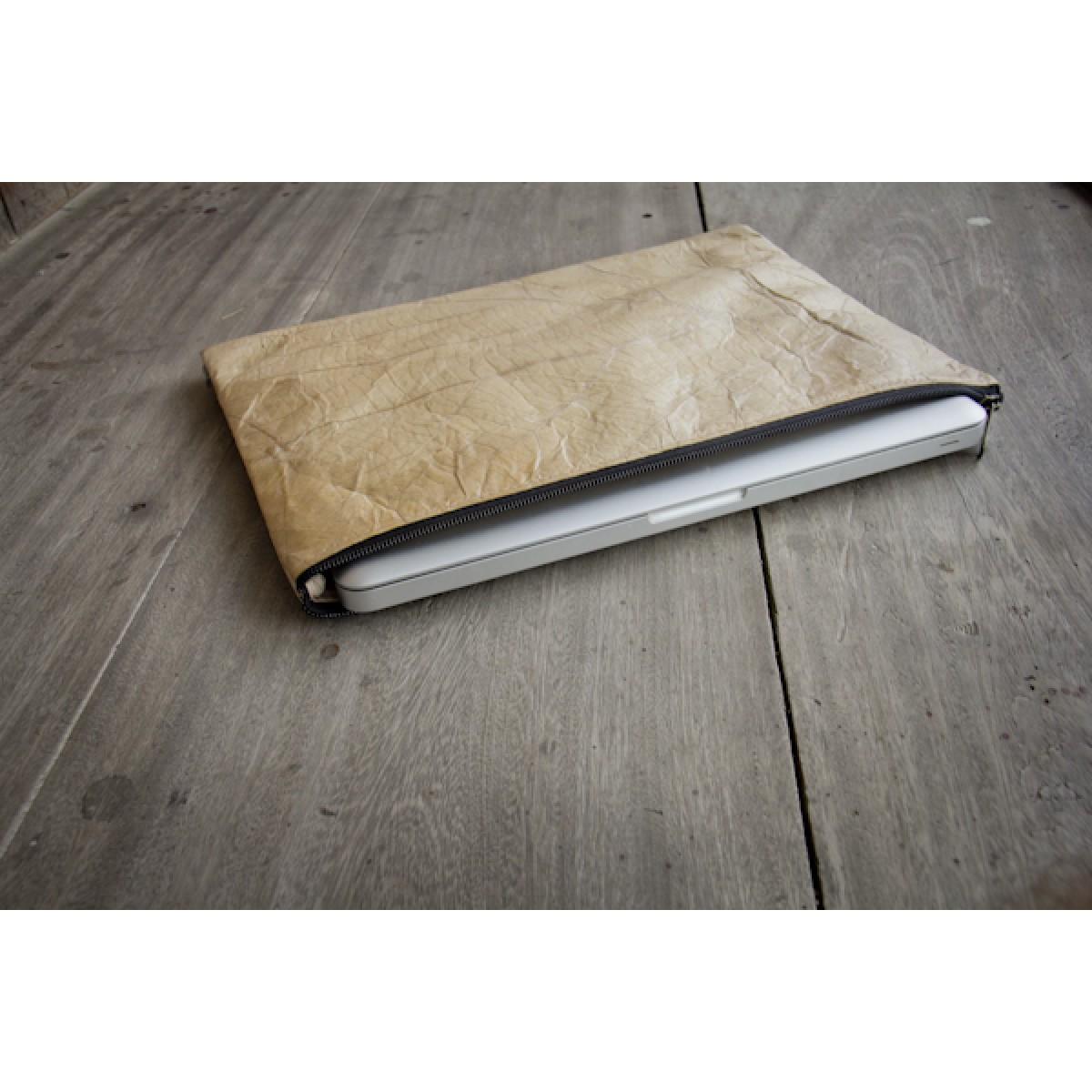 Laptop Hülle aus Blättern, Notebook Tasche, MacBook Case in hellbraun, 15 Zoll BY COPALA