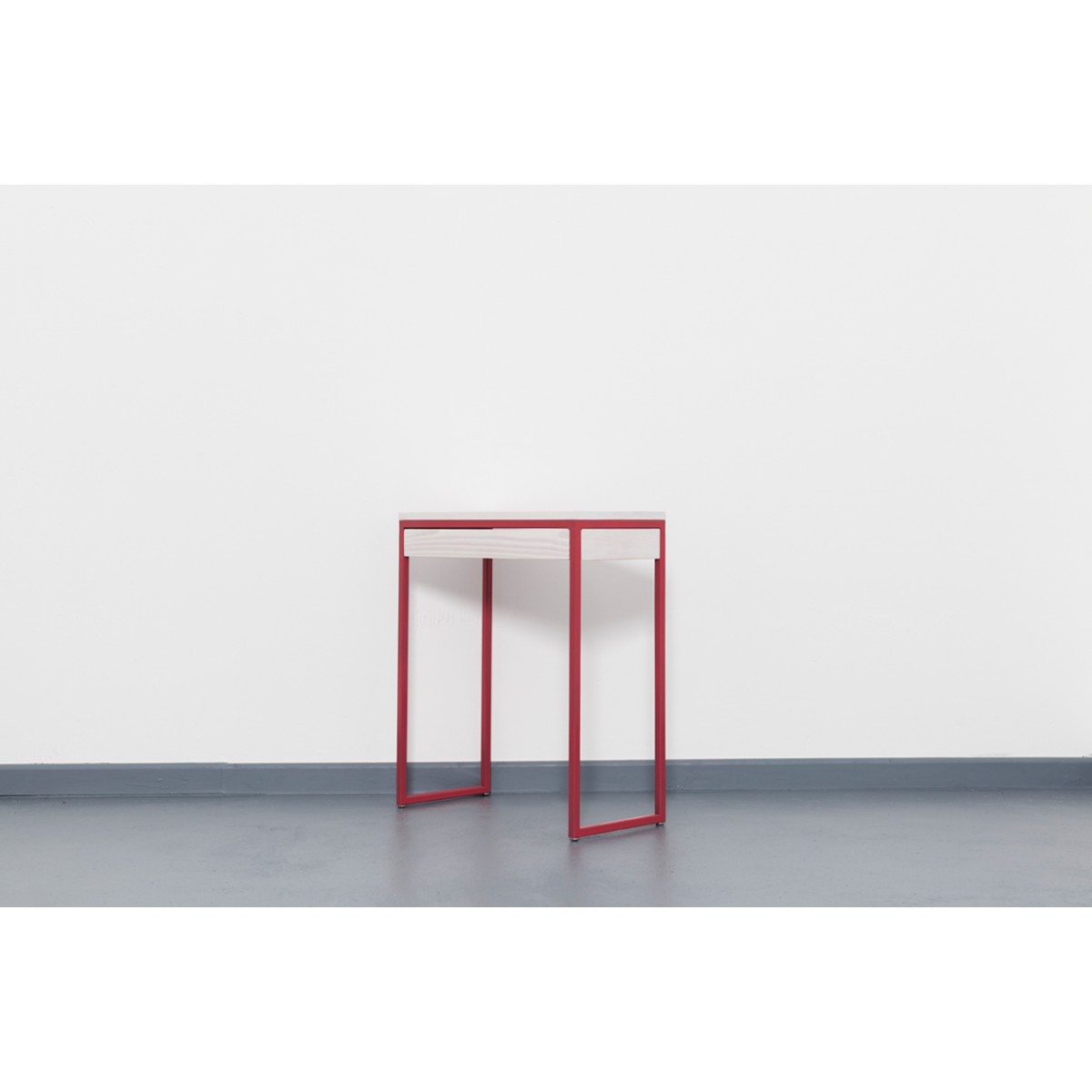 upcycling konsolentisch mit schublade in strawberry red thorn. Black Bedroom Furniture Sets. Home Design Ideas