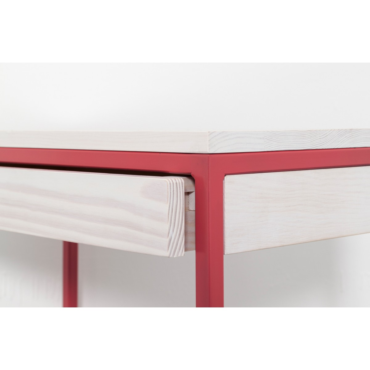 upcycling konsolentisch mit schublade in strawberry red. Black Bedroom Furniture Sets. Home Design Ideas