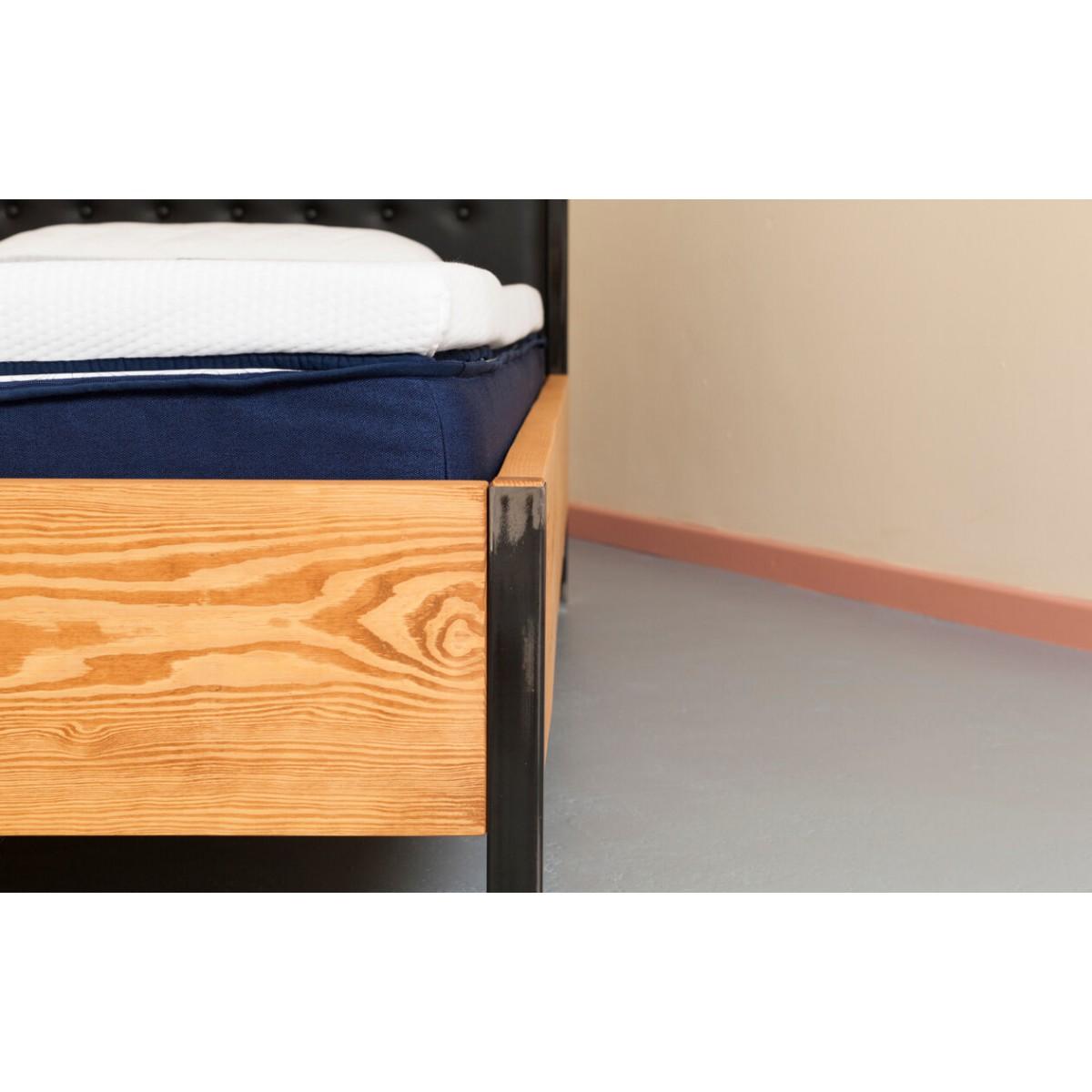 Familienbett  aus recyceltem Massivholz, Stahl und veganem Leder | BONNIEUX
