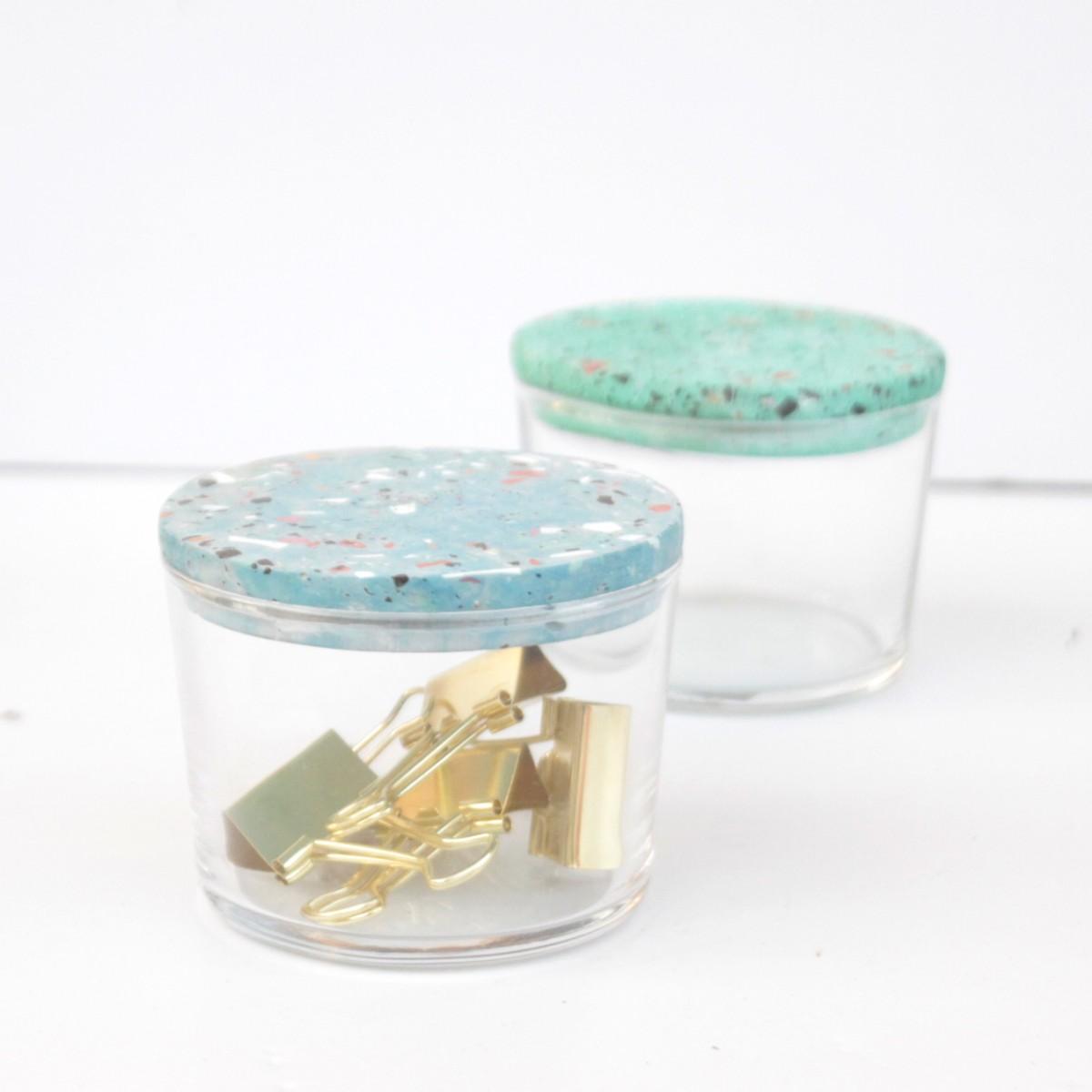 VLO design / Kleines Glas mit blauem Deckel