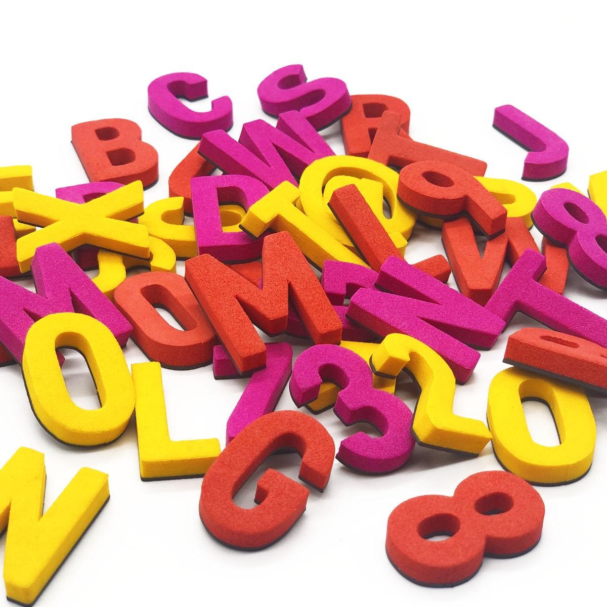 Set mit 200 modernen Magnetbuchstaben, Zahlen & Sonderzeichen. KNUTSCH KNALL | TYPE OH